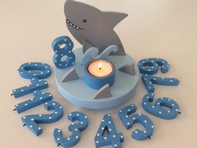 Geburtstags-Kerzenhalter mit Hai und Geburtstagszahl