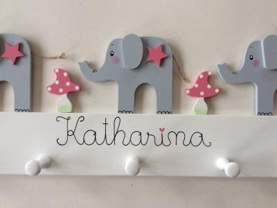 Kindergarderobe mit Elefanten