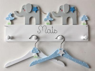 Kindergarderobe mit Elefanten Sternen u Pilzen