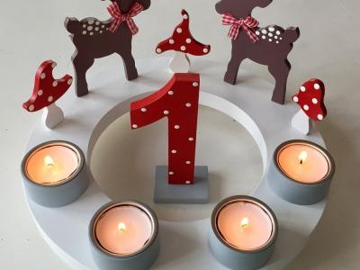 Geburtstags-Kerzenkranz mit Rehen und Fliegenpilzen und