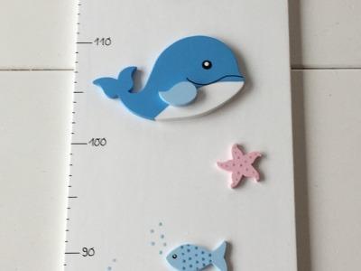 Messlatte mit Walen und Fischen mit