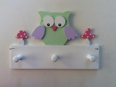 Kindergarderobe mit Eule und Fliegenpilzen Mit