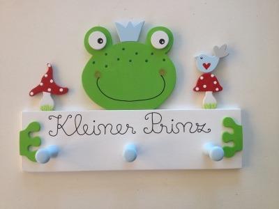 Kindergarderobe mit Frosch und Fliegenpilzen Mit