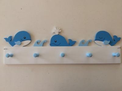 Kindergarderobe mit Walen