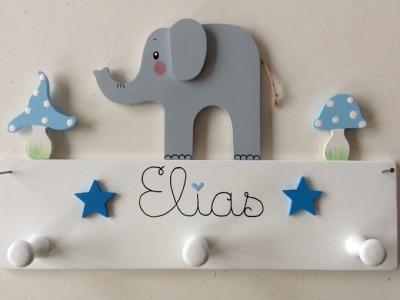 Kindergarderobe mit Elefant und Fliegenpilzen Mit