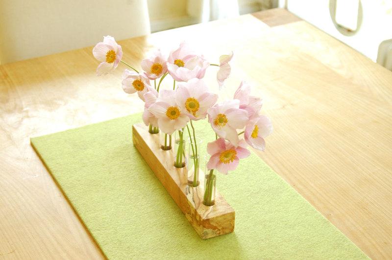 Blumenwiese Vase mit Reagenzglaesern Blumenvase