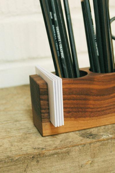 1 Stifthalter mit Vase und Kartenhalter in Nuss - 4