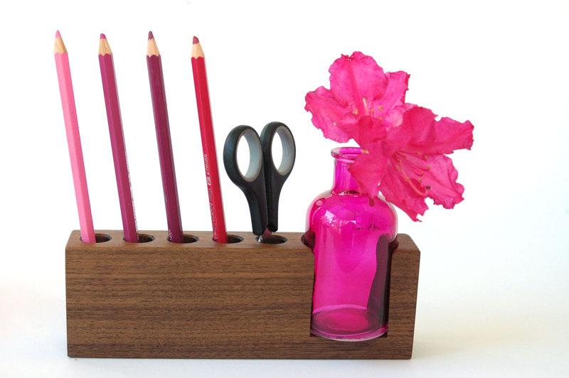 4 Stifthalter mit pinker Blumenvase