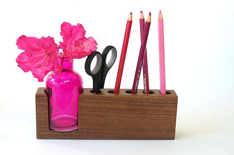 4 Stifthalter mit pinker Blumenvase 3