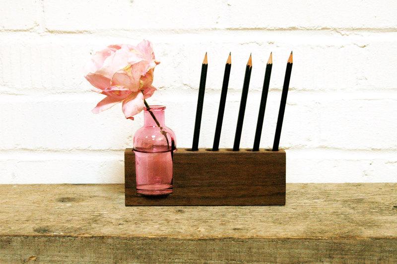 4 Stifthalter mit rosa Blumenvase 2