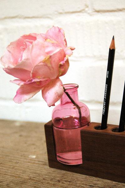 4 Stifthalter mit rosa Blumenvase 3
