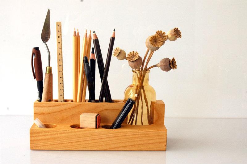 Stifthalter mit Blumenvase in Kirsche - 1