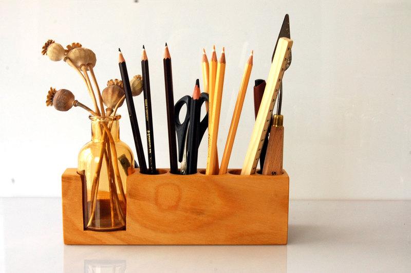 Stifthalter mit Blumenvase in Kirsche - 3