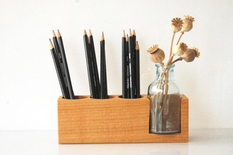 6 Stifthalter mit Blumenvase in Kirsche
