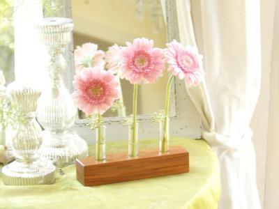 21 Blumenvase aus Nuss