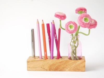 10 Stifthalter mit Blumenvase