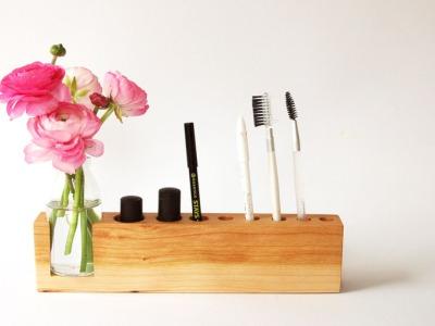 4 Kosmetikstaender mit Blumenvase in Kirschbaum