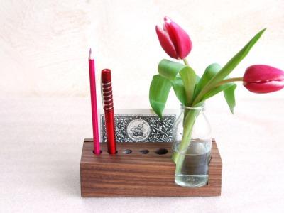 2 Stifthalter mit Vase und Kartenhalter in Nuss