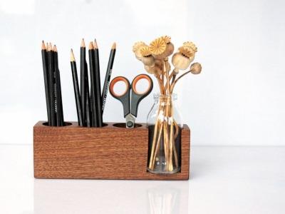 6 Stifthalter mit Blumenvase in Nuss