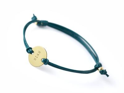 FamilyCharm Classic GOLD - Exklusives, goldenes, indivdualisierbares Armband, 585er Gold, mit handgestempeltem Text, Daten und Symbolen