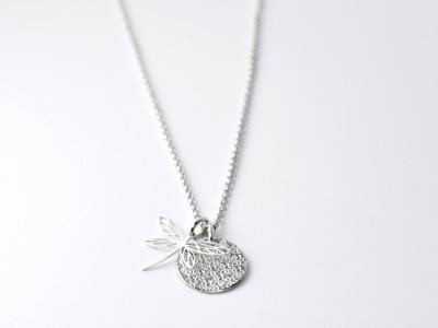 FLOWER - Anhänger und Kette CLASSIC - Halskette mit Allover-Prägung, auf Wunsch mit Anhänger und handgestempeltem Namen, Spitznamen, Geburtsdatum, Geburtsgewicht oder Wunschtext auf der Rückseite, 925er Silber
