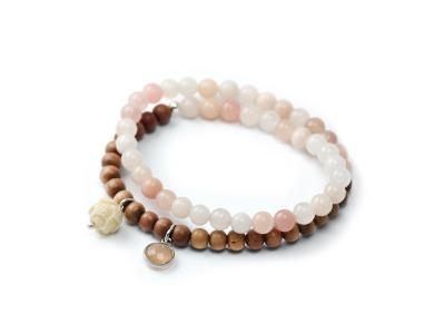 NATURE SENSE Zweireihiges elastisches Edelstein-Armband peachfarbener