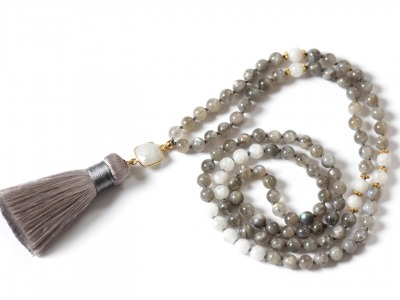 SACRED MOON MALA Perlen-Mala grauer und