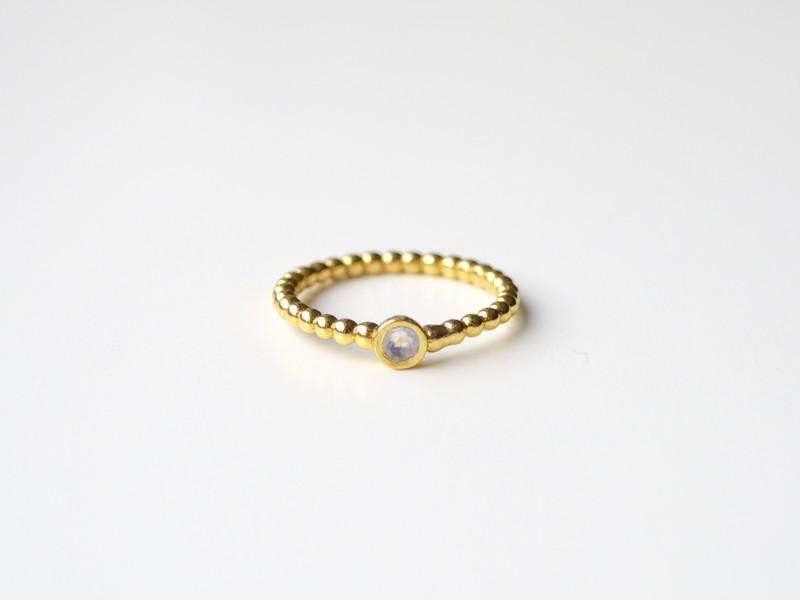 So zart Mondstein Ring vergoldet