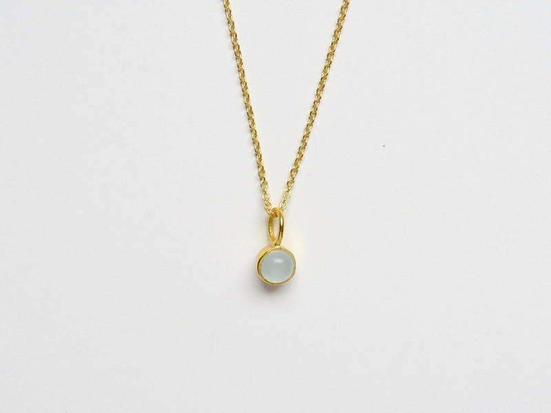 So zart Tiny Aqua Chalcedon Kette vergoldet