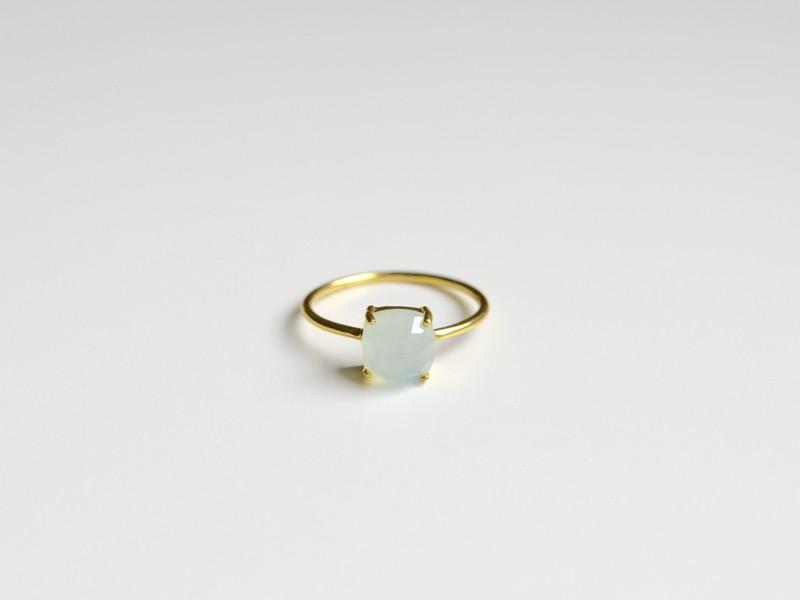 Feminin Aqua Chalcedon Ring vergoldet