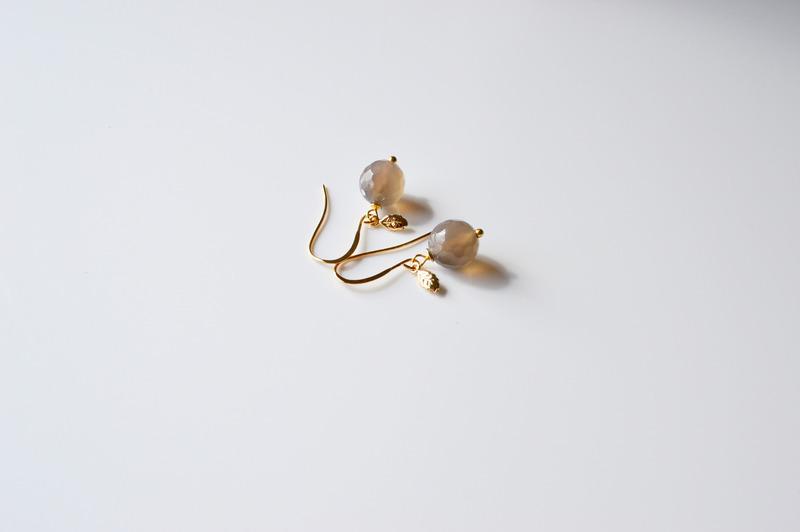Edel Grauer Achat Blaettchen Ohrringe vergoldet
