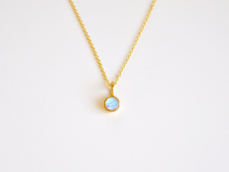 So zart Tiny Mondstein Kette vergoldet 925 Silber