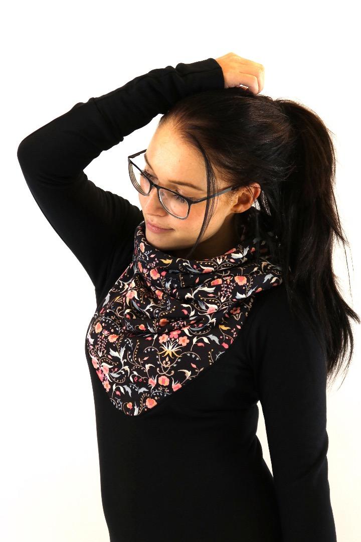 Hoody Mika-30 Blumen schwarz rosa