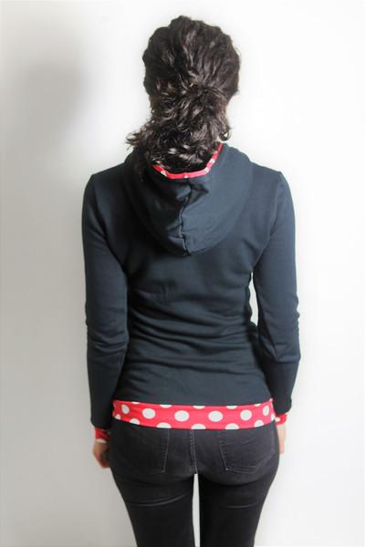 Bio Hoodie schwarz/ rote Punkte 2
