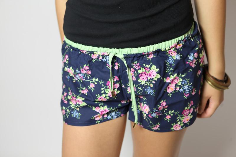 Bio Shorts Smölla Blumenranken blau/ grün