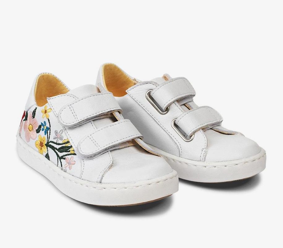Sneaker w/Embroidery