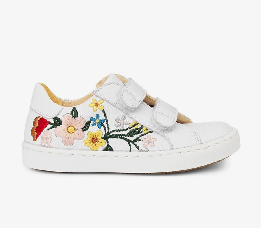 Sneaker w/Embroidery