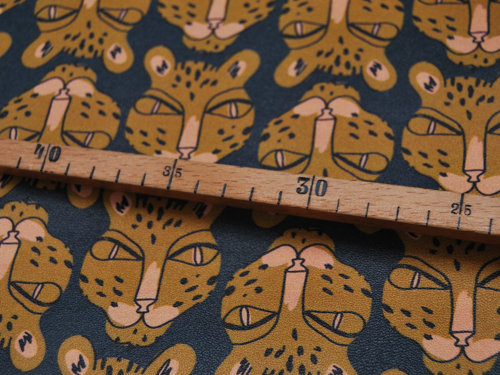 Kunstleder mit Leopardenköpfe - 50 x