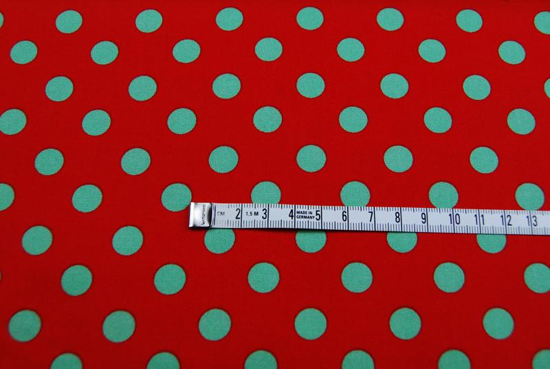Gepunktete Baumwolle Rot mit gruenen Punkte 0 5 m