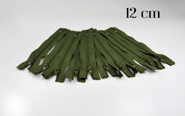 10 x 12cm moosgruene Reissverschluesse