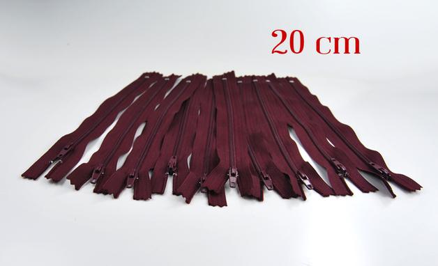 10 x 20cm bordeauxrote Reissverschluesse