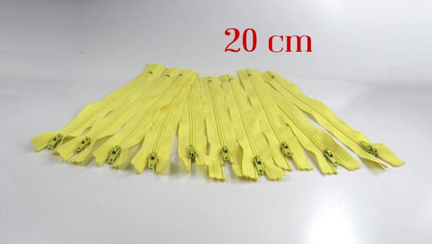 10 x 20cm vanillefarbene Reißverschlüsse
