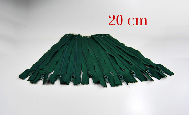 10 x 20cm waldgruene Reissverschluesse