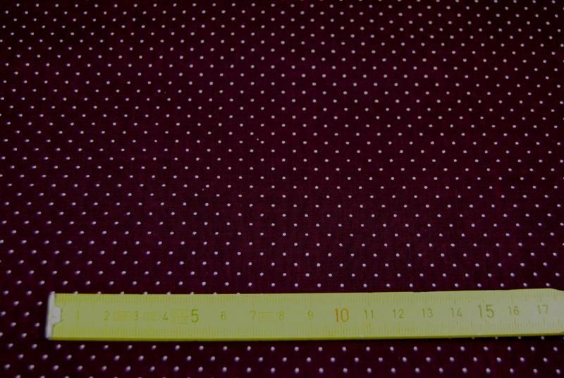 Auberginefarbene Baumwolle mit Minipunkte 0 5m