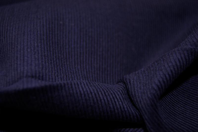 Nachtblauer Feincord 05m 2