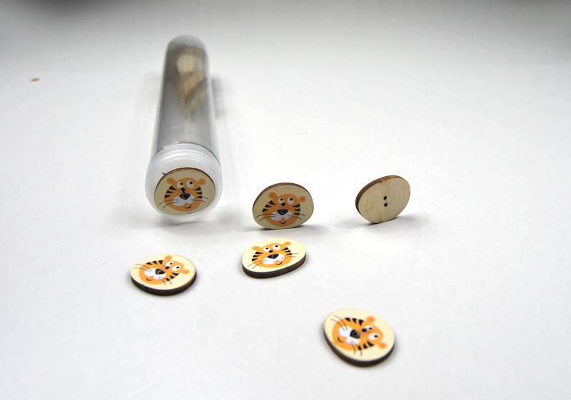 Holzknöpfe:Tigerkopf auf Gelb - 5 Stück - 1