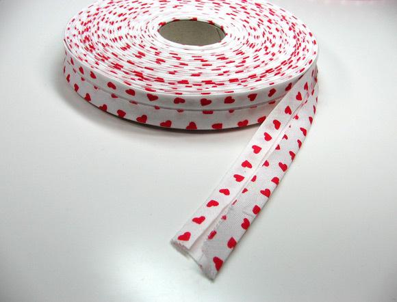Schraegband 1 Meter - weiss mit roten Herzen
