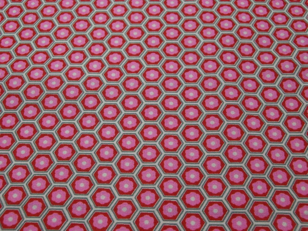 Beschichtete Baumwolle -Blumen in Waben - Rosa-Rot 50 x75 cm - 1