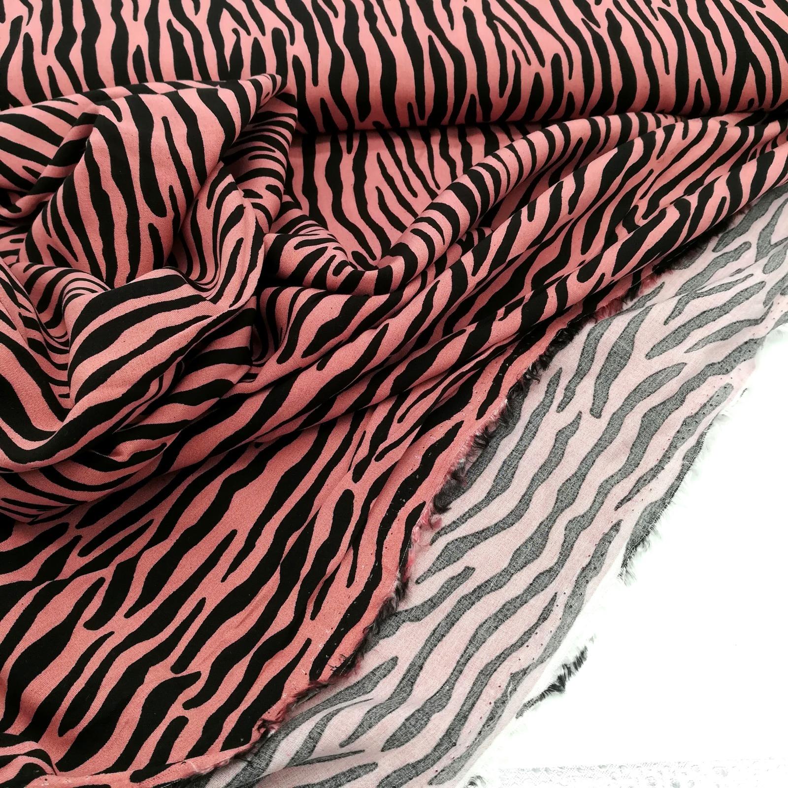 Viscose Radiance schwarzer Print auf Altrosa