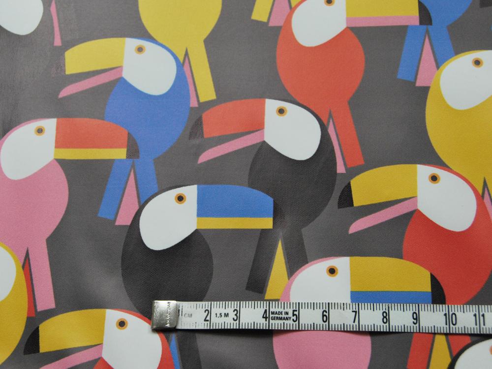REGENJACKEN STOFF - Bunte Tukane auf Grau - 50 x 140 cm - 2